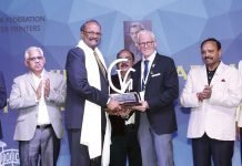 Narendra Paruchuri, managing director of Pragati Offset and Pragati Pack receiving the Viren Chhabra Print Leadership Award from Michael Makin, president of the Printing Industries of America for outstanding leadership of the industry