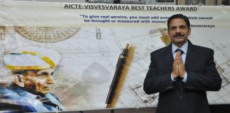 Dr M Nandakumar wins National Level Best Teacher Award